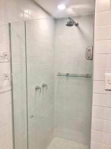 A bathroom at Atlantic Towers - Flat Ondina