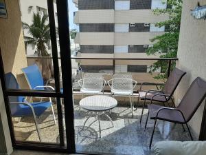 A balcony or terrace at Apartamento Enseada Guarujá