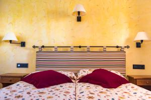 A bed or beds in a room at Apartamentos Mar y Sal