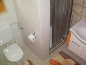 A bathroom at Haus Waldblick