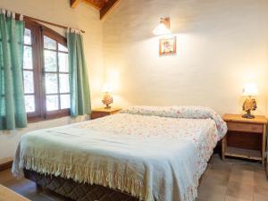 Una cama o camas en una habitación de Reina Mariana