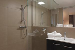 Een badkamer bij Luxury Suite Koksijde 402 Adult only