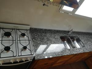 Una cocina o kitchenette en Mini departamento en El Bolson centro 2