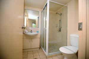 A bathroom at Markham Court