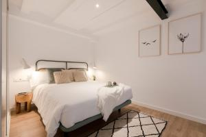 A bed or beds in a room at Aspasios Verdi Apartments
