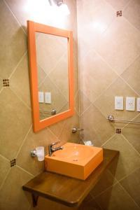 A bathroom at AVEMAR Apart Hotel