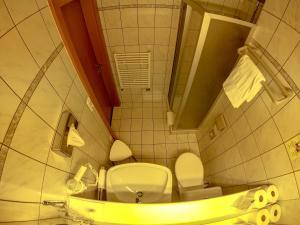 Ein Badezimmer in der Unterkunft BED ONLY Montana Ausseerland