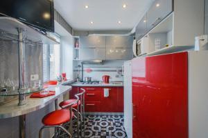 A kitchen or kitchenette at Apartment Studio on Nezavisimosti 57