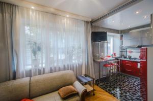 A seating area at Apartment Studio on Nezavisimosti 57