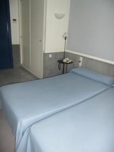 A bed or beds in a room at Apartamentos Descartes