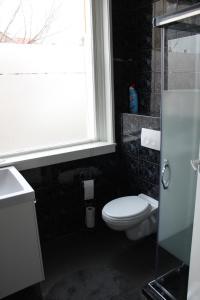 Ein Badezimmer in der Unterkunft slijterij-zandvoort