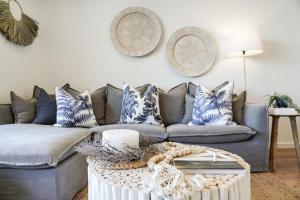 A seating area at Oceanview Kiama Luxury Sea view accommodation Bluewater apartments
