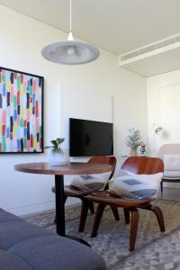 A seating area at BessaApartments