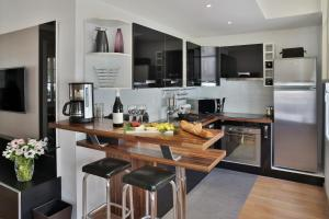 A kitchen or kitchenette at Montmartre Residence