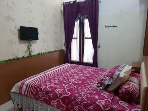 A bed or beds in a room at Villa batu malang