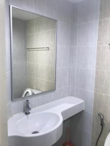Ванная комната в Lumpini Vacation Apartment
