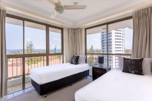 A bed or beds in a room at Ocean Royale