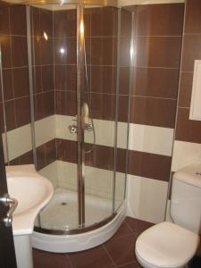 A bathroom at Apartments Borovets