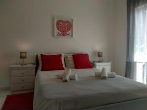 Uma cama ou camas num quarto em Apartamentos Monica
