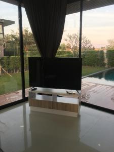 โทรทัศน์และ/หรือระบบความบันเทิงของ yudee pool独栋泳池别墅 聚会轰趴近杜拉拉四方水上市场