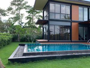 สระว่ายน้ำที่อยู่ใกล้ ๆ หรือใน yudee pool独栋泳池别墅 聚会轰趴近杜拉拉四方水上市场
