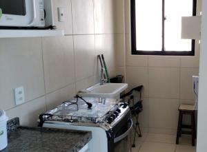 A bathroom at Apartamento mobiliado e confortável em candeias