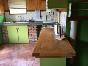 Una cocina o kitchenette en Casa al Río