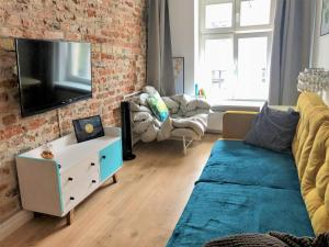 A television and/or entertainment centre at Apartament na Szczytnej - free PARKING