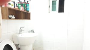 ห้องน้ำของ Hong Dae Yeontral Youngs 2Q House