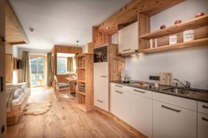 A kitchen or kitchenette at Herzwies