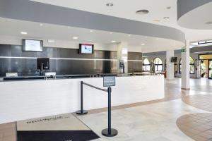 The lobby or reception area at Sol Sancti Petri Aparthotel