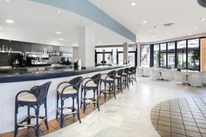 A restaurant or other place to eat at Sol Sancti Petri Aparthotel