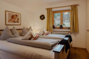 A bed or beds in a room at Ferienhaus Heimhof