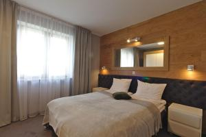 A bed or beds in a room at Apartamenty Forma Tatrica