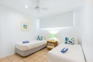 A bed or beds in a room at Beach Lodges