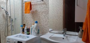 A bathroom at VENICE NIGHT NEAR TRAIN STATION