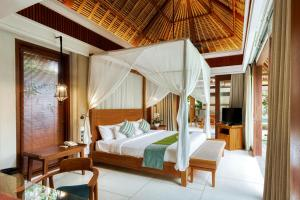 A bed or beds in a room at Regali Villa Canggu