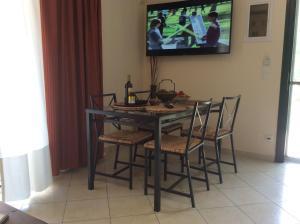 TV/Unterhaltungsangebot in der Unterkunft Sofia Menigos Apartments No 20