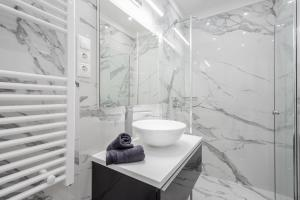 A bathroom at Kiraly 44 Luxury Apartment