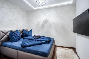 A bed or beds in a room at Kiraly 44 Luxury Apartment