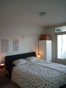 Ein Bett oder Betten in einem Zimmer der Unterkunft Appartement Zeezicht