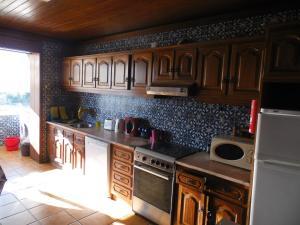 A kitchen or kitchenette at T3 em Sever do Vouga