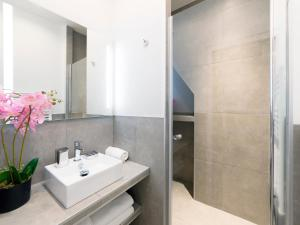 A bathroom at Luxury 4 Bedrooms Opera Lafayette III by Livinparis