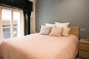 Ein Bett oder Betten in einem Zimmer der Unterkunft Apart 2 Opera New 2-3 Rooms for 6 guests