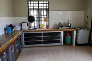 Dapur atau dapur kecil di Bonda Homestay