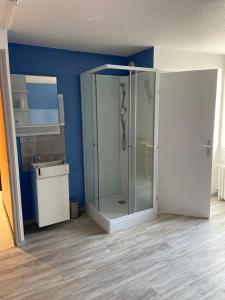 A bathroom at Le 38 Hotel Restaurant