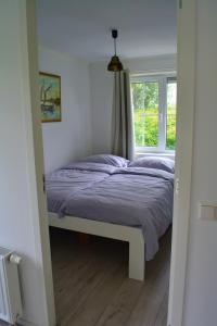 A bed or beds in a room at Vakantiewoning aan zee in Dishoek
