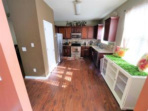 A kitchen or kitchenette at 2000 sq.feet-10 mins from Atlanta Airport