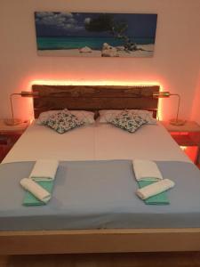 Ein Bett oder Betten in einem Zimmer der Unterkunft Apartmani Misic