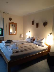 Ein Bett oder Betten in einem Zimmer der Unterkunft Ferienwohnung Vogt